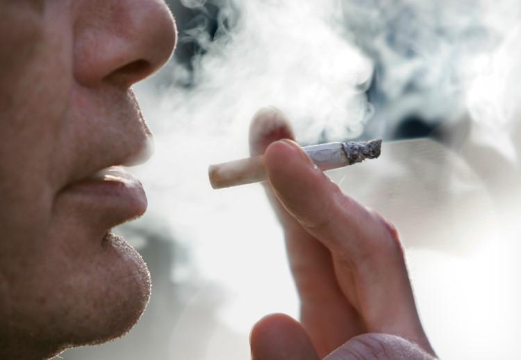 Hút thuốc lá sẽ làm chất lượng tinh dịch giảm đáng kể