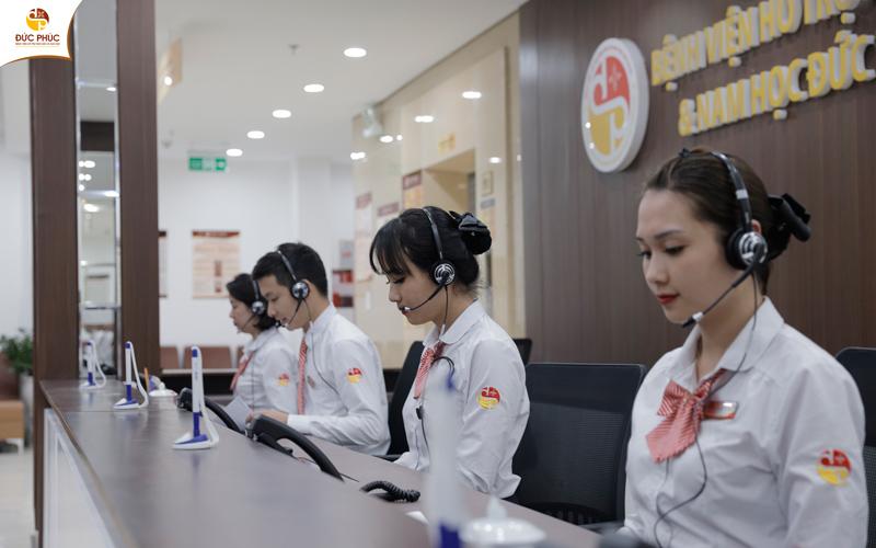 Đội ngũ tư vấn viên đến từ Bệnh viện Đức Phúc luôn túc trực để hỗ trợ khách hàng 24/7